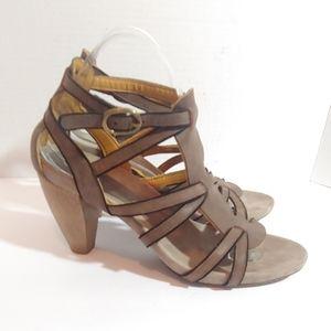 Coclico biege leather strappy round heel sandals